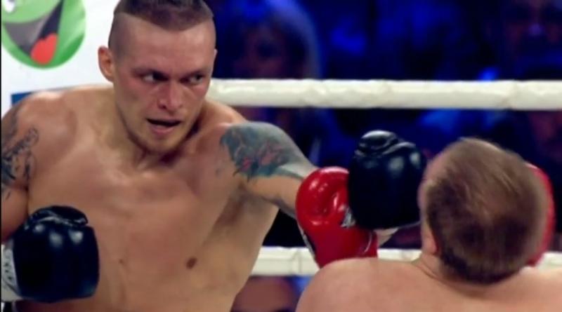 Порошенко поздравил Усика сзащитой чемпионского пояса
