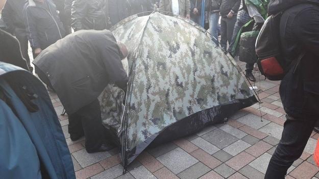 Уздания Рады вКиеве кутру осталось две сотни митингующих